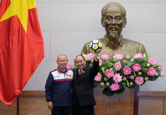 Thủ tướng kể chuyện chờ 5 tiếng để đón U23 Việt Nam - 9