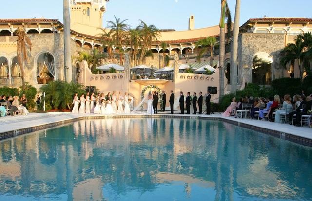 Khi trở thành hội viên, một người có thể sử dụng các dịch vụ bên trong Mar-a-Lago như bể bơi, bãi biển, tiệc tùng và phòng riêng. Họ cũng có thể thuê khu nghỉ dưỡng cho các sự kiện như đám cưới, gây quỹ từ thiện. (Ảnh: Getty)