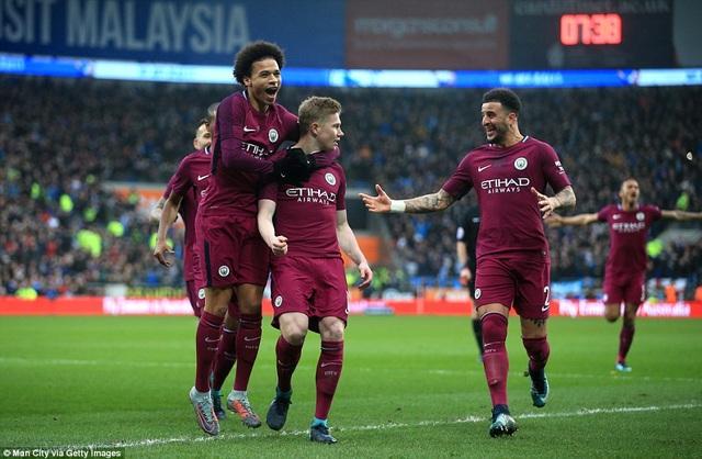 Các cầu thủ Man City ăn mừng bàn mở tỉ số