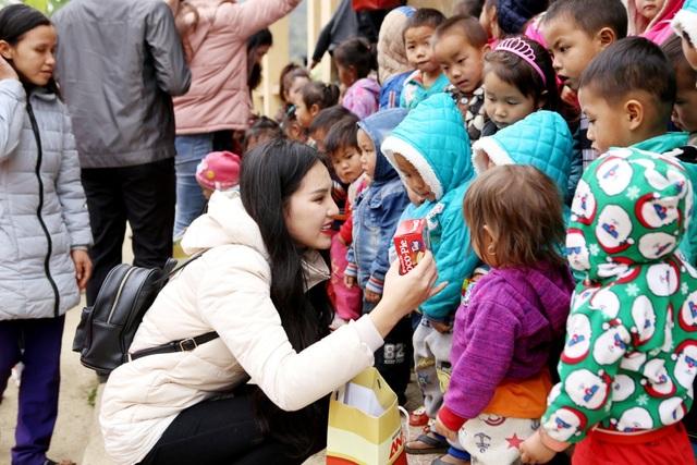 Đoàn từ thiện hy vọng mang đến trẻ em vùng cao cái Tết ấm áp tình yêu thương