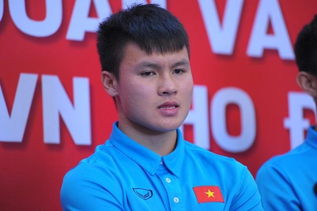 Chàng cầu thủ mặt lạnh Nguyễn Quang Hải là một người sống tình cảm.