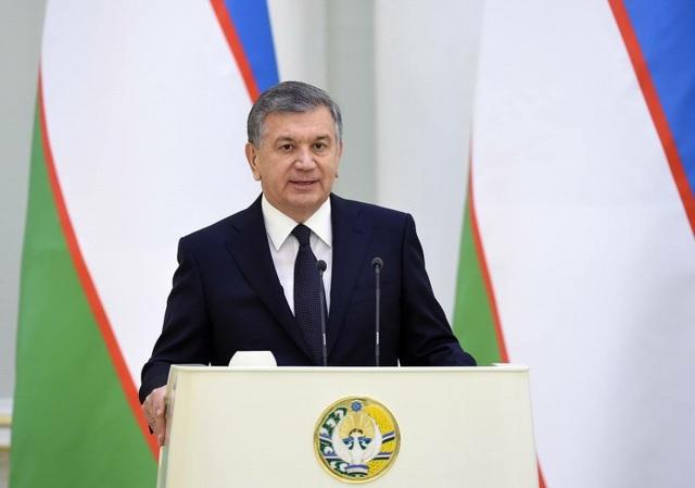 Tổng thống Uzbekistan, Shavkat Mirziyoyev tặng xe hơi cho các tuyển thủ U23 Uzbekistan sau khi vô địch U23 châu Á