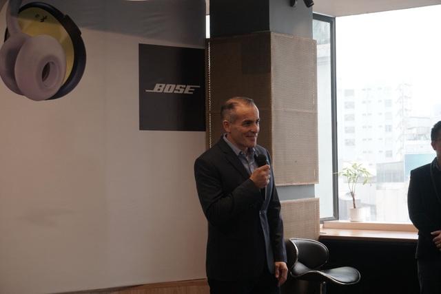 Đại diện Bose giới thiệu về tai nghe không dây đầu tiên của hãng ở Việt Nam