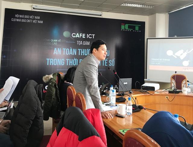 Ông Lê Quang Tự Do, Phó Cục trưởng Cục Phát thanh, truyền hình và Thông tin Điện tử thuộc Bộ TT&TT chia sẻ quan điểm tại Toạ đàm Cafe ICT do Câu lạc bộ Nhà báo CNTT tổ chức.