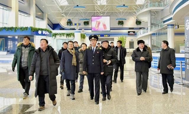 Phái đoàn Hàn Quốc tới thị sát sân bay Kalma ở Wonsan, Triều Tiên trước thềm Thế vận hội (Ảnh: Yonhap)