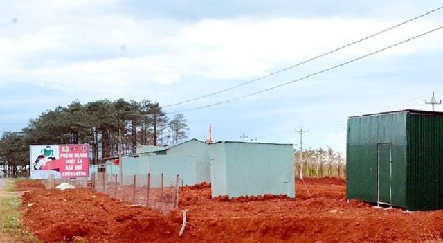 Hàng chục ngôi nhà bằng tôn được dựng trái phép trên đất lâm nghiệp tại tiểu khu 1686, xã Đắk Ha
