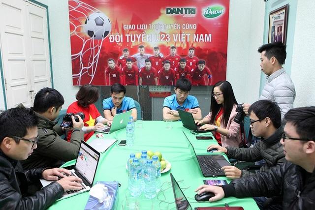 Toàn cảnh buổi giao lưu trực tuyến của hai người hùng U23 Việt Nam tại tòa soạn báo Dân trí