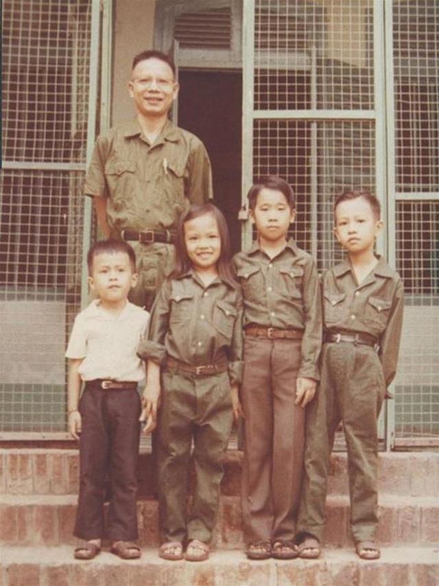 Ông Năm Lai cùng các con sum họp sau ngày đất nước giải phóng (ảnh tư liệu)