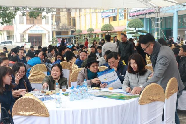 Sự kiện mở bán chính thức ngày 14/1 thu hút một lượng lớn khách hàng tham