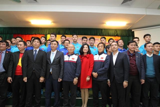 Trong thành công cũng như ngay cả trong thất bại, bà Phương nói riêng và VPMilk nói chung vẫn song hành cùng bóng đá Việt Nam