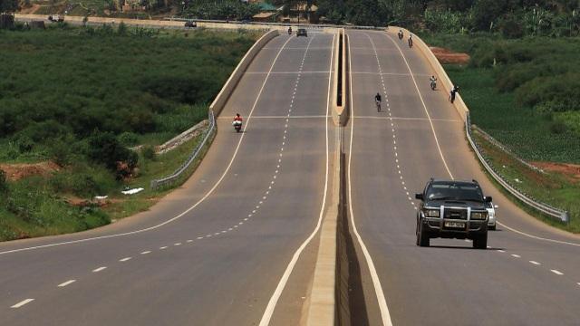 Một đoạn đường cao tốc nối thủ đô Kampala của Uganda với sân bay quốc tế Entebbe (Ảnh: Reuters)