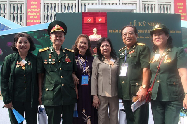 Đại tá Nguyễn Văn Tàu (Anh hùng Lực lượng vũ trang nhân dân, thứ hai từ trái sang) là nhân chứng đã tham gia cuộc tổng tiến công và nổi dậy mùa xuân cách đây nửa thế kỷ