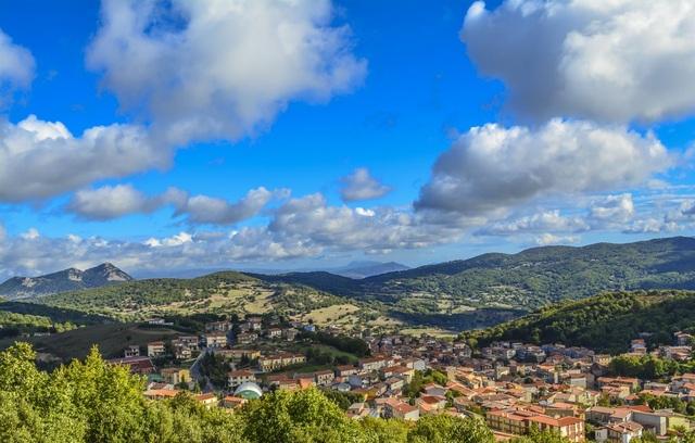 Thị trấn thanh bình Ollolai nhìn từ trên cao
