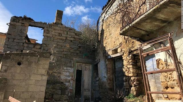 Một ngôi nhà trong số 200 căn đang được rao bán