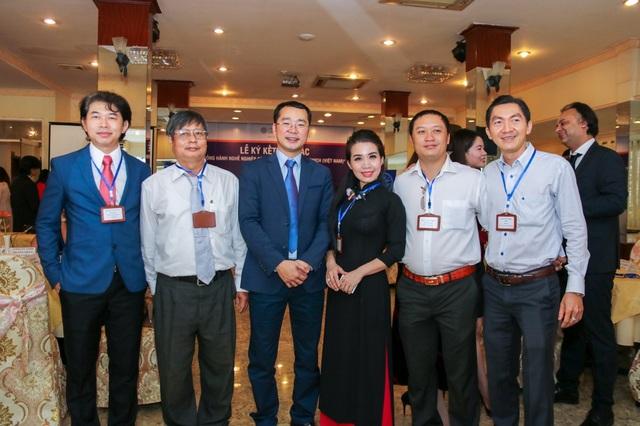 Ban giám đốc Đại học Greenwich (Việt Nam) cùng đại diện các doanh nghiệp đối tác.