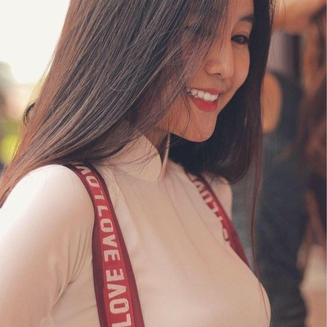 Cổ vũ U23 Việt Nam, nữ sinh Việt nổi bật trên báo Trung Quốc và Thái Lan - 5