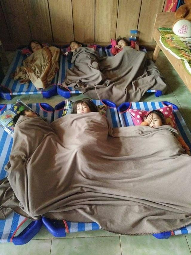 Chùm ảnh: Học sinh vùng cao trong cái lạnh tê tái - 8