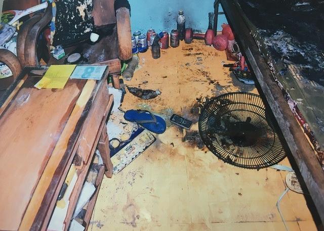 Nhiều đồ đạc trong nhà bị người chồng phóng hỏa đốt cháy
