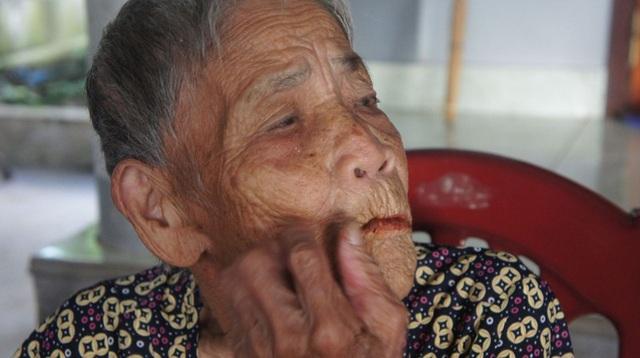 Cụ Đang đang nhận được sự quan tâm của người dân địa phương sau khi có thông tin cụ mọc lại răng ở tuổi 98.