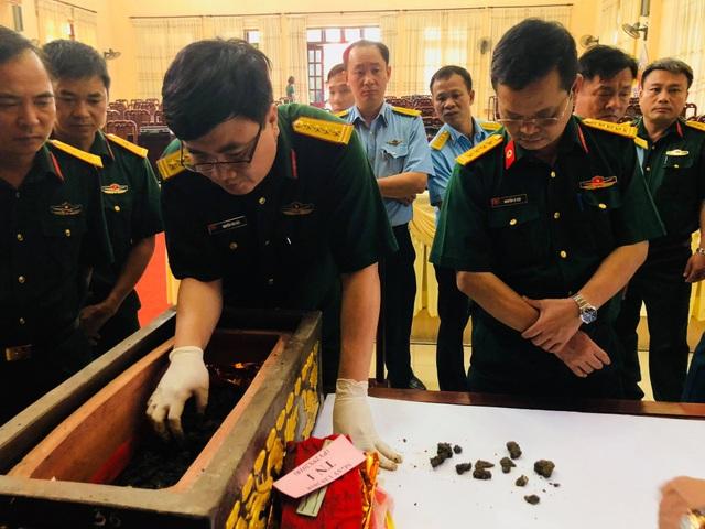 Bộ Quốc phòng giám định hài cốt hai phi công hy sinh ở Tam Đảo - 3