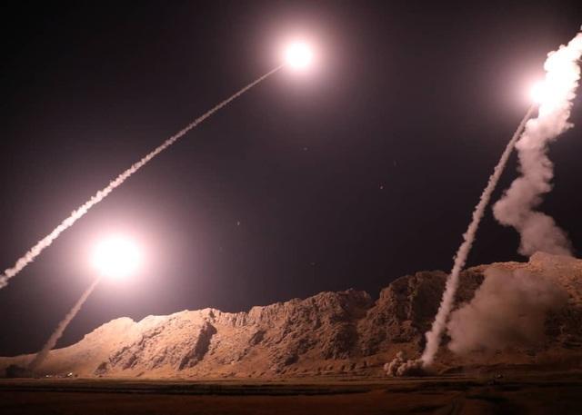Các tên lửa Iran sáng đồng loạt được phóng đi (Ảnh: PressTV)