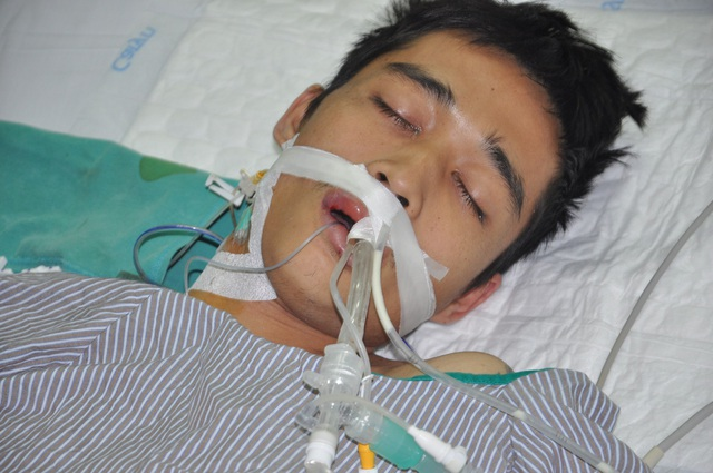 Em đang được sử dụng kĩ thuật ecmo (tim phổi nhân tạo) với chi phí đắt đỏ.
