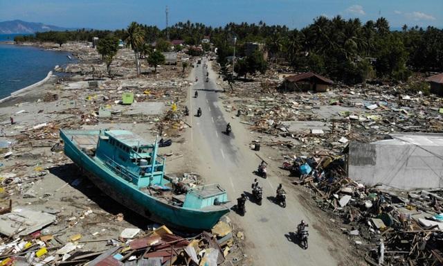 Cảnh tan hoang vì sóng thần tại Palu, đảo Sulawesi. Ảnh: AFP
