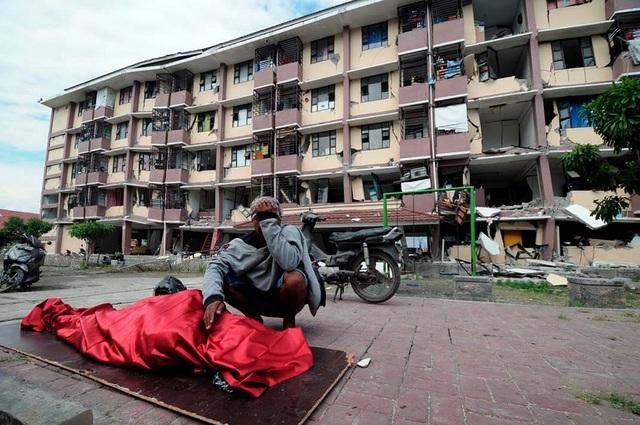 Khoảng 16.700 người đã bị mất nhà cửa và khoảng 2,4 triệu người đang cần viện trợ nhân đạo tại các vùng chịu ảnh hưởng trực tiếp của thảm họa kép. Nhiều trung tâm y tế bị quá tải bệnh nhân.