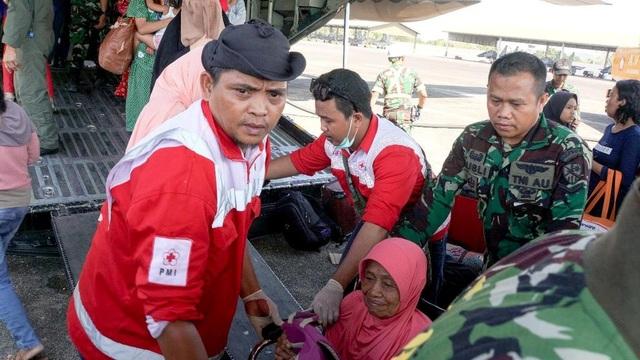 Các đội cứu hộ lẽ ra đã có thể tiếp cận Palu sớm hơn, tuy nhiên họ gặp nhiều khó khăn do đường băng tại sân bay và tháp không lưu tại Palu bị tàn phá do động đất.