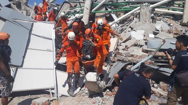 Tổng thống Widodo cho biết đã huy động cảnh sát và quân đội Indonesia cùng tham gia công tác cứu hộ tại khu vực chịu ảnh hưởng do động đất và sóng thần. Chính quyền Indonesia dự kiến sẽ chi khoảng 560 tỷ rupiah (hơn 51 triệu USD) để phục vụ cho công tác cứu hộ.