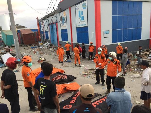 Lực lượng cứu hộ vẫn nghe thấy tiếng kêu cứu và phát hiện tín hiệu điện thoại bên dưới các đống đổ nát. Điều này thôi thúc đội cứu hộ phải làm việc khẩn trương hơn để cứu những người còn sống.