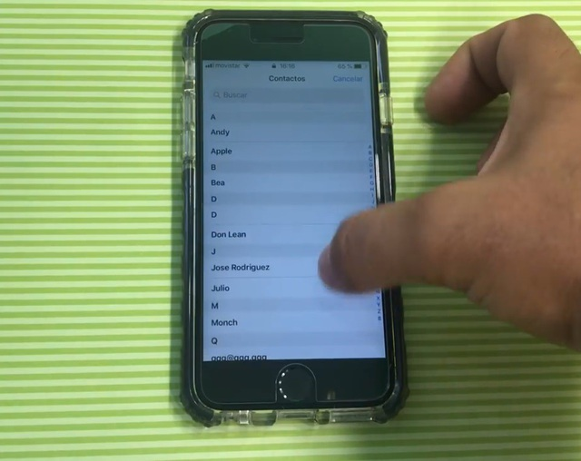 Kẻ tấn công có thể truy cập vào danh bạ trên iPhone mà không cần mật khẩu