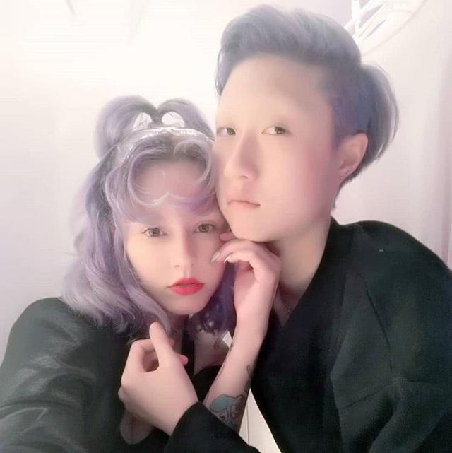 Ngô Trác Lâm, con gái rơicủa Thành Long khoe ảnh tình tứ cùng bạn gái, Andi, ngày 30/9.