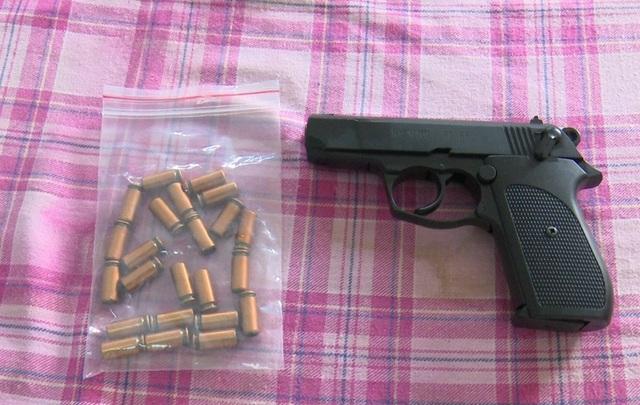 Hiện cơ quan CSĐT công an huyện CHâu Thành đã tạm giữ khẩu súng cùng 23 viên đạn của ông Lê Hữu Thắng