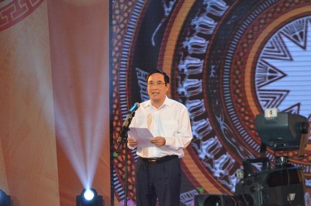 Bùi Minh Châu - Chủ tịch UBND tỉnh, Chủ tịch Hội đồng Quản lý Quỹ Khuyến học, khuyến tài Đất Tổ phát biểu tại buổi lễ.