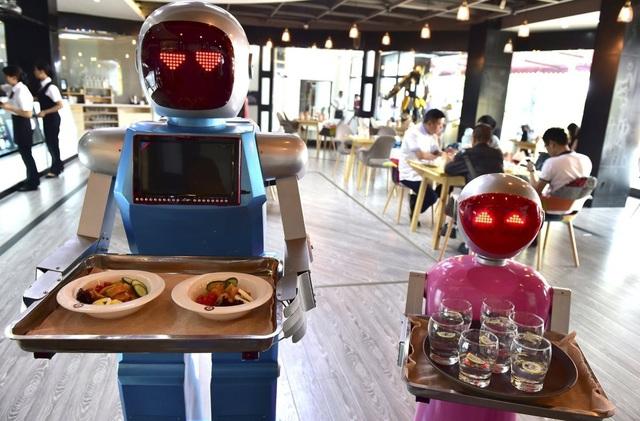 Chúng ta dù không muốn nhưng bắt buộc phải trở thành công dân toàn cầu. Nếu không máy móc, công nghệ, Robot...sẽ đưa chúng ta ra khỏi hệ thống