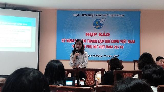 Bà Đặng Hương Giang thông tin các sự kiện diễn ra trong dịp kỷ niệm 88 năm Hội Liên hiệp Phụ nữ Việt Nam và Ngày phụ nữ Việt Nam 20/10.