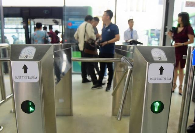Buýt nhanh BRT Hà Nội bắt đầu sử dụng vé điện tử thông minh - 4
