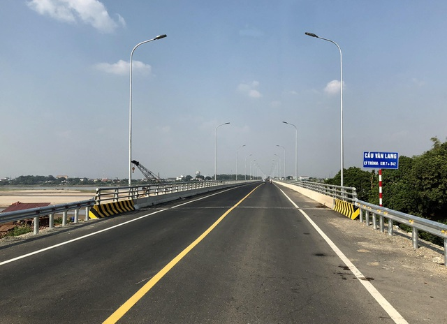 Cầu nối Việt Trì - Ba Vì (gọi là cầu Văn Lang)