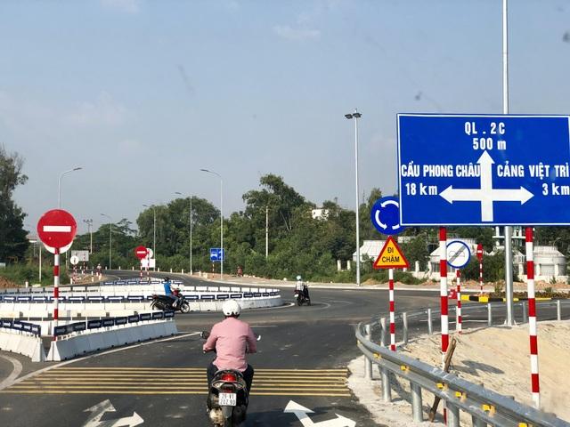 Nút giao kết nối cầu với đường dẫn đi các hướng TP.Việt Trì