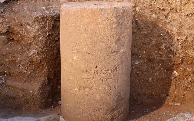 Bản khắc trên đá viết tên Jerusalem tiếng chữ Hebrew trên 2.000 năm tuổi. Ảnh: timesofisrael.com