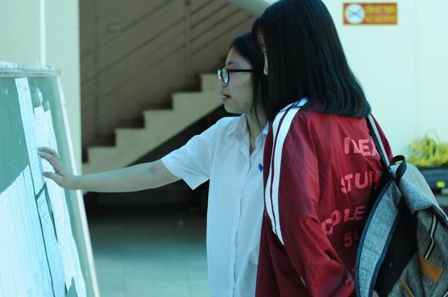 Trường THPT công lập của Hà Nội sẽ tuyển từ 60.900- 62.900 học sinh, giảm khoảng 3.000 học sinh so với năm học 2018-2019. (Ảnh: Mỹ Hà).
