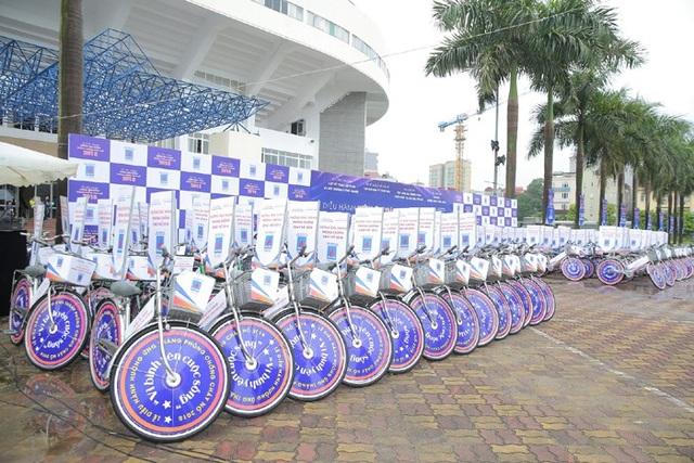 200 xe đạp được xếp ngay ngắn sẵn sàng cho chương trình
