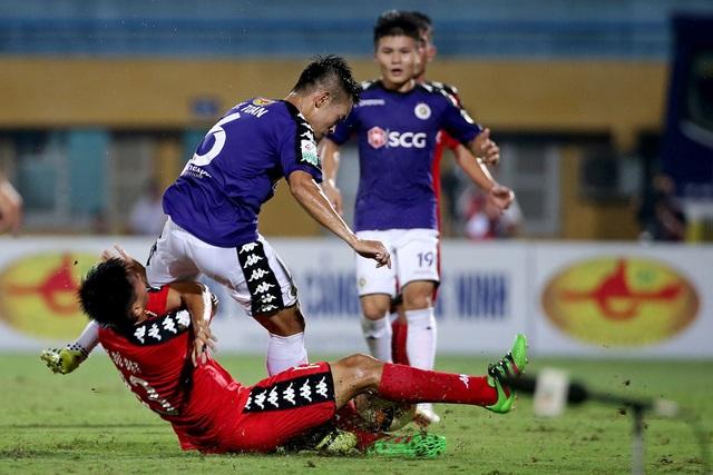 Trận đấu giữa CLB Hà Nội và B.Bình Dương tại V-League cách nay ít lâu từng diễn ra rất căng thẳng (ảnh: Gia Hưng)