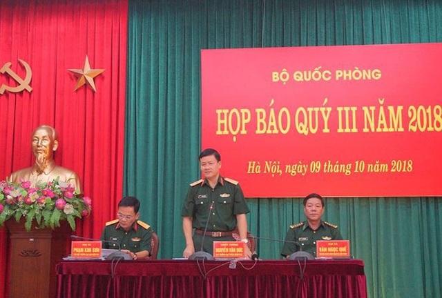 Thiếu tướng Nguyễn Văn Đức (giữa) chủ trì họp báo. (Ảnh: Nguyễn Minh)