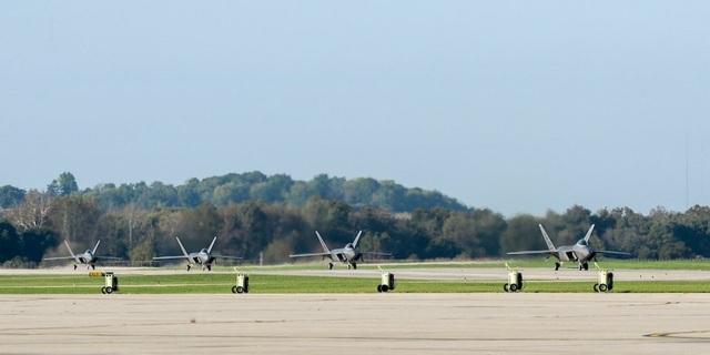 Máy bay chiến đấu F-22 tại căn cứ quân sự Tyndall (Ảnh: Không quân Mỹ)