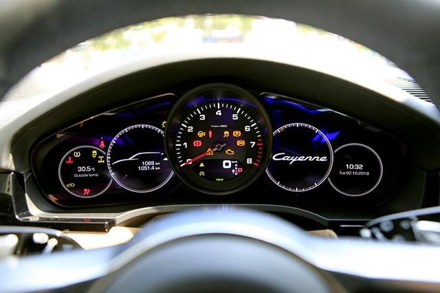 Thiết kế bảng đồng hồ trên Porsche Cayenne thế hệ thứ 3.