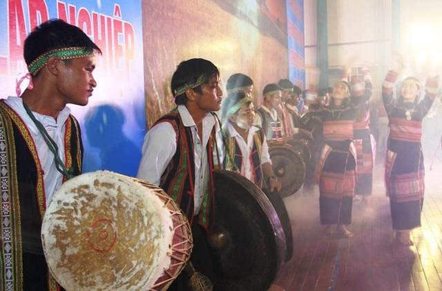 Tuổi trẻ Bình Định với việc giữ gìn bản sắc văn hóa truyền thống.