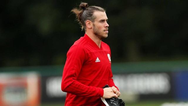 Gareth Bale bị chỉ trích khi nhất quyết trở về tập trung đội tuyển xứ Wales dù chấn thương