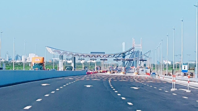 Trước đó chỉ có khu vực từ cầu Bạch Đằng đến trạm thu phí được chạy với tốc độ 100 km/h